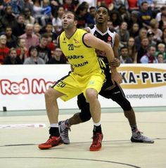 The Molten BBL Play-Off Final has been set as Leicester Riders and Sheffield Sharks booked their spots in next week's finale at The O2 Arena.  Sheffield saw their 11-point first leg advantage wiped out by a late surge from Glasgow Rocks, but recovered to record a 159-153 aggregate success, desp