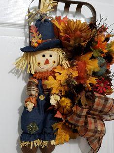 Halloween Crafts For Toddlers, Vintage Halloween, Fall Halloween, Halloween Party, Halloween Costumes, Fall Scarecrows, Scarecrow Crafts, Scarecrow Wreath, Tobacco Basket Decor