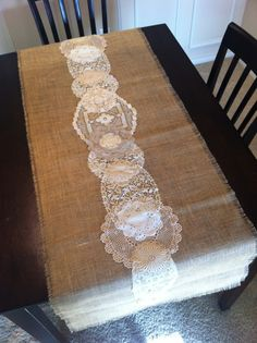 Burlap and Lace Table Runner - lace things Doilies Crafts, Burlap Crafts, Lace Doilies, Lace Table Runners, Burlap Table Runners, Lace Runner, Creation Deco, Creation Couture, Vintage Diy