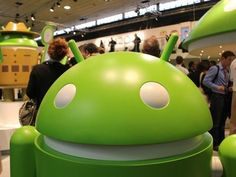 mwc-google-booth-android-guy