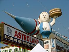 Coney Island. Astroland sign,rocket & Guy are now gone. #truenewyork #lovenyc