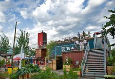 Frau Gerolds Garten Little oasis in Züri West. Perfect for a nice afternoon drink with friends or some Bratwurst Container Buildings, Container Architecture, Restaurant Concept, Restaurant Bar, Container Bar, Switzerland Vacation, Pop Up Bar, Meet Friends, Beer Garden