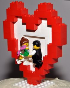 very cute Lego cake topper