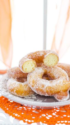 Biscotti, Doughnut, Broccoli, Donuts, Food And Drink, Peach, Candy, Desserts, Recipes