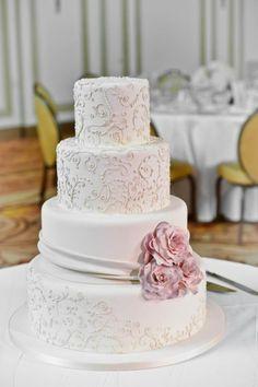 Vier Etagen, Dekoration aus Zucker Blumen