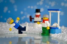Mirror for ice. Love the falling skater. Lego Christmas Village, Lego Winter Village, Holiday Wishes, Christmas Wishes, Lego Boards, Very Merry Christmas, Xmas, Skate Party, Vintage Lego