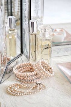 Chanel perfume and pearls Beauty Parlour Hair Style, Perfume Oils, Perfume Bottles, Mademoiselle Coco Chanel, No Ordinary Girl, Pearl And Lace, Lady Grey, Hair Images, Classy And Fabulous