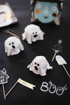 Diy Halloween Ghosts, Halloween Decorations, The Creation, Shapes, Creativity, Autumn, Halloween Art