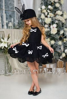 Ideas fashion photography kids child models for 2019 Little Girl Fashion, Little Girl Dresses, Girls Dresses, Child Fashion, Fashion Clothes, Kids Fashion Photography, Children Photography, Trendy Fashion, Fashion Models