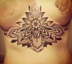 20 Idées de tatouages sous la poitrine / seins / underboob