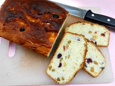 Paska for Father's Day #SundaySupper  (a sweet bread with golden raisins and cranberries)