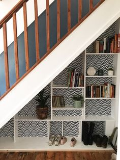 storage, under stairs, under stairs storage, shelves, small spaces, office space, small office, bookshelves, storage solutions, inspiration, hallway, hallway inspiration, diy Office Under Stairs, Shelves Under Stairs, Stair Bookshelf, Space Under Stairs, Staircase Storage, Under Stairs Cupboard, Hallway Storage, Bookshelves Built In, Stair Storage
