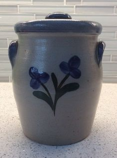 Rowe Pottery Works Salt Glazed Flower Canister With Lid Blue 1998 2 Quart 8 Cup