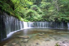 Shiraito waterfalls,Shizuoka まるで落ちる滝が白い糸を幾重にもたらしたように見える 静岡県富士宮市に位置する白糸の滝。