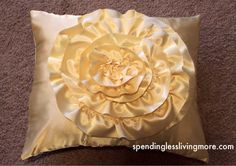 easy step by step design for flower pillow. i will make this!