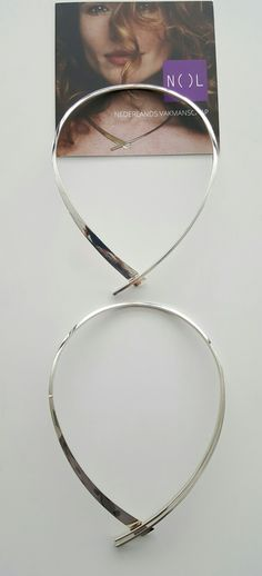 Forged silver strap necklace.  Free modern design by Nol sieraden. Contemporary and handcrafted.