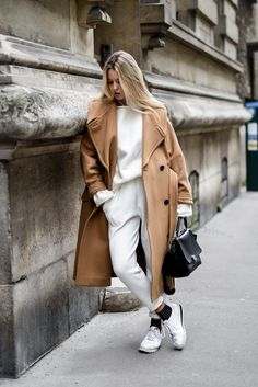 Cosy outfit // camel coat and white total look