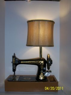 Beautiful Vintage Franklin Sewing Machine Table Lamp