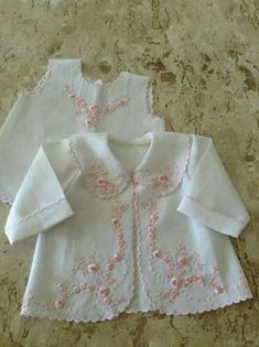 New ideas embroidery baby dress children Baby Outfits, Baby Girl Dresses, Toddler Outfits, Baby Dress, Kids Outfits, Sewing Baby Clothes, Baby Sewing, Doll Clothes, Baby Embroidery