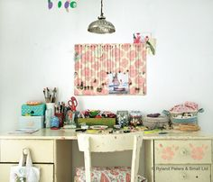 https://flic.kr/p/dV8PXx | My workspace (2011) | Images taken from Homespun Style by Selina Lake. PhotographyCopyright © Debi Treloar/Ryland Peters & Small.