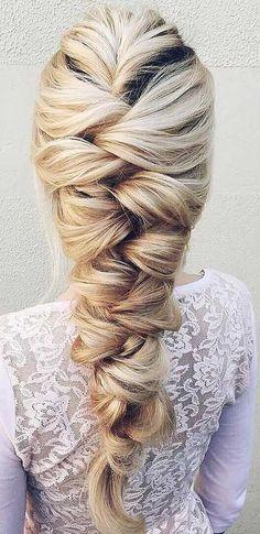 - Frisur mit Zopf