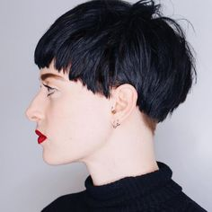 Today we have the most stylish 86 Cute Short Pixie Haircuts. We claim that you have never seen such elegant and eye-catching short hairstyles before. Pixie haircut, of course, offers a lot of options for the hair of the ladies'… Continue Reading → Short Pixie Haircuts, Pixie Hairstyles, Straight Hairstyles, Cool Hairstyles, Really Short Hair, Short Brown Hair, Short Hair Cuts, Haircut For Older Women, Corte Y Color