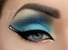 Cleopatra look: blue and gold eyeshadow and black eyeliner