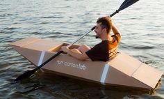 """Kayak de cartón. Diseñado y producido con materiales reciclables, siguiendo la experiencia de """"The cardboard boat book"""". Ecodiseño sostenible."""