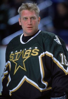 Brett Hull Calgary Flames, St. Louis Blues, Dallas Stars, Detroit Red Wings, Phoenix Coyotes 1391 pts