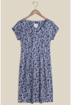 Your wardrobe is calling our for our must-have Reed Print Dress. Inspired by the mystical seabed known for 'row row row your boat', the gorgeous rich blue dress features a reed print in white creating an attractive contrast. The elegant midi dress has a v neckline, short sleeves and ruching added to the side to create the perfect fit, adding that extra touch of glam. Pair with one of our cardis.   100% viscose jersey  This dress is 42 ins / 107 cms from the highest point to the hem in size…