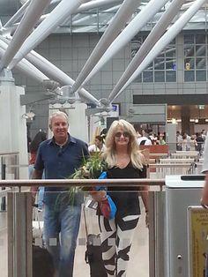 Bonnie Tyler and Robert Sullivan in Hamburg Airport - picture by Jenny Telly Rentsch #bonnietyler #thequeenbonnietyler #therockingqueen #rockingqueen #music #rock #2013 #germany #hamburg #airport #robertsullivan