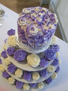 Pics For > Purple Rosette Wedding Cake