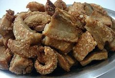 TORRESMO NA PANELA DE PRESSÃO- quero ver -se vai sobrar alguma coisa -------- INGREDIENTES (1 porção generosa) 800 g de toucinho da barriga do porco com a sua pele picado em bubos de aproximadamente 5 cm. Sal a gosto 1 colher (sopa) de óleo de cozinha PREPARO Salgue ligeiramente os cubos de toucinho e…