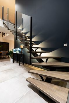 Home Stairs Design, Railing Design, House Design, Floating Staircase, Modern Staircase, Interior Design Classes, Home Interior Design, Build My Own House, Loft Furniture