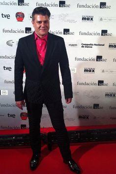 Espectacular el actor @v_tuco #vicentegranados en  #PremiosMax con @AngelInfantesTw #zapatos y traje de @arq_llorens