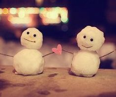 Love These - Bride and Groom Snowman Cake Toppers perfect for a Christmas wedding