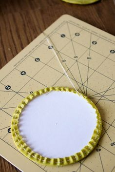 Really Good Circles Mini Tutorial - Badskirt makes perfect circles Quilting Tips, Quilting Tutorials, Quilting Designs, Sewing Tutorials, Quilting Projects, Sewing Ideas, Sewing Appliques, Applique Patterns, Applique Quilts