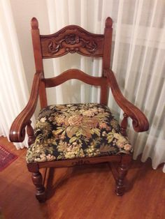 Rustikaler Sessel mit hübschem Vintage Blumenmuster
