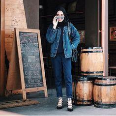 A skinny girl. Bussines Inquiries: LINE: Amelia Elburn - hasana hassan - Hijab Jeans, Ootd Hijab, Hijab Chic, Hijab Dress, Street Hijab Fashion, Denim Fashion, Women's Fashion, Modest Fashion, Fashion Outfits