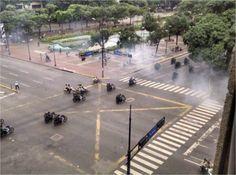 En #Venezuela continua la #Represión Brutal contra #Mamifestaciones de #Protesta #Foto de la #PlazaAltamira en #Caracas ahora /// (43) @CESCURAINA/Prensa en Castellano en Twitter