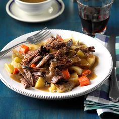 Everyone knows the secret to the perfect pot roast is super tender meat. That's exactly what you'll get with our simple slow cooker pot roast recipe. Pot Roast Recipes, Slow Cooker Recipes, Beef Recipes, Dinner Recipes, Cooking Recipes, Dinner Ideas, Crockpot Meals, Beef Meals, Crockpot Dishes