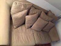 gemütliches Sofa in beige inkl. Kissen
