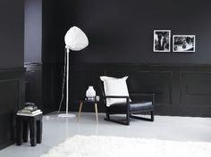 I have an extreme love affair with black walls. or deep charcoal. Black Interior Design, Black Rooms, Dark Walls, Beautiful Living Rooms, Black Decor, Interior Lighting, Home Living Room, Bad, Color Inspiration