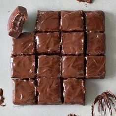 Healthy no bake brownies recipe with 6 ingredients. These almost raw brownies are vegan, gluten free, refined sugar-free, fudgy, chocolatey and easy to make