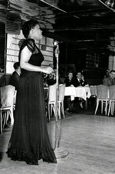 Billie Holiday at The Famous Door club in New York, 26 ans Billie Holiday, Lady Sings The Blues, Vintage Black Glamour, Cool Jazz, Jazz Musicians, Jazz Blues, Ladies Day, Actresses, Celebrities