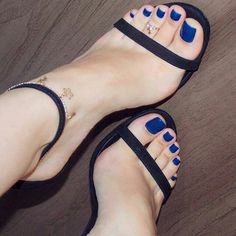 Toes sexy feet painted