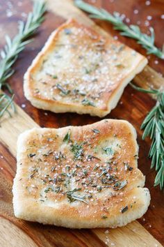 rosemary sea salt flatbread for an appetizer or a side Easy Appetizer Recipes, Meat Appetizers, Easter Recipes, Quick Recipes, Recipes Dinner, Breakfast Recipes, Dessert Recipes, Le Diner, Snacks