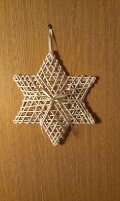 Paper Basket Weaving, Straw Weaving, Willow Weaving, Weaving Art, Natural Christmas Ornaments, Easy Christmas Decorations, Christmas Crafts, Straw Art, Straw Crafts