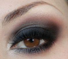 Brown smokey eye make up