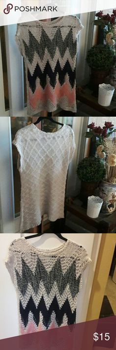 Cap sleeve tunic sweater top Loose knit chevron design tunic.  Cream, pink, navy and black in front and cream color back. Mustard Seed Sweaters Shrugs & Ponchos